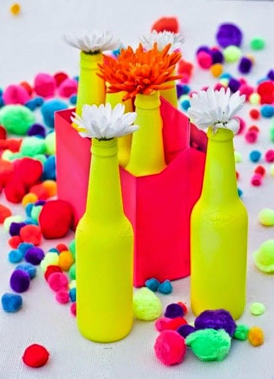 Garrafas pintadas com tintas Spray