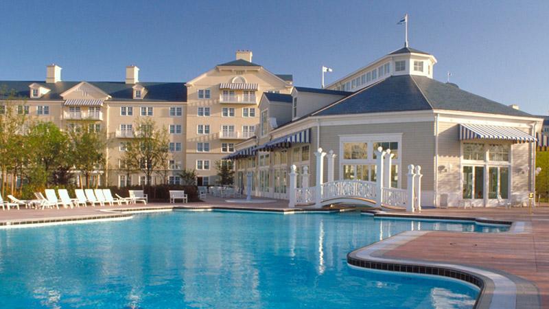 Habitaciones familiares del hotel newport en disney para for Hoteles familias numerosas