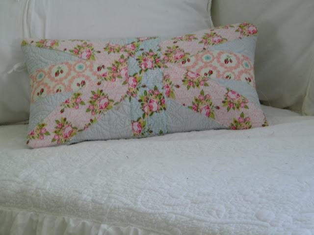Shabby Chic Union Jack Pillow : Maison Decor: Shabby Chic Union Jack Pillow