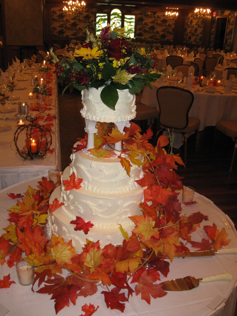 39 fall wedding cake 39 ideas for incorporating fall effect for Autumn wedding decoration ideas
