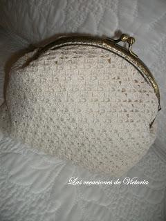 Las creaciones de Victoria.Monedero de crochet estilo vintage, con boquilla.