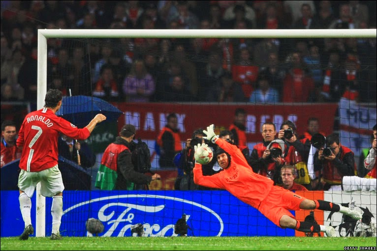 Peter Cech defendi pênalti de Cristiano Ronaldo final Champions League 2007/08