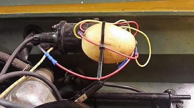 إصلاح سيارة باستخدام البطاطا