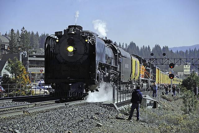 Gambar Kereta Api Lokomotif Uap Union Pacific Northern 4-8-4 844 08