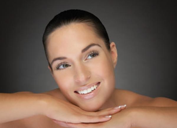Kosmetische Behandlungen mit Hyaluron und Botox