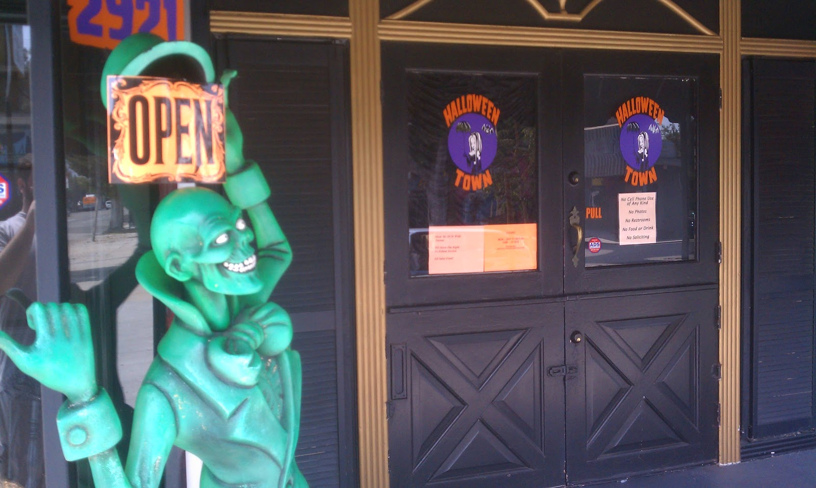 Things To Do In Los Angeles: Halloween 2011: Halloween Town