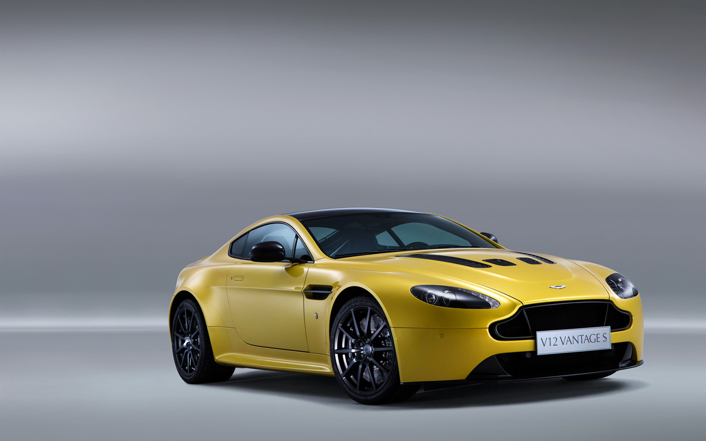 modern cars aston martin v12 vantage s 2013. Black Bedroom Furniture Sets. Home Design Ideas