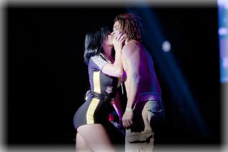Katy Perry acosada en concierto