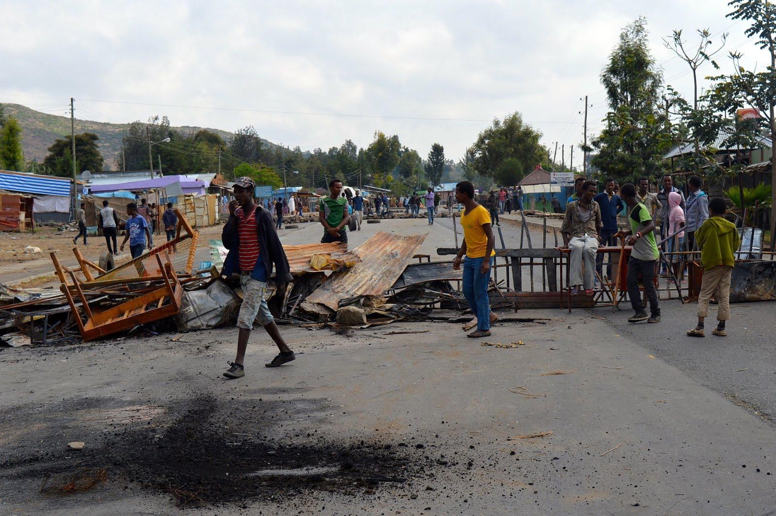 http://4.bp.blogspot.com/-djItXa_pIUA/Vo2s4qPaoyI/AAAAAAAAO8E/Mq7oZoHam6o/s1600/oromo-protest-road-blocking.jpg
