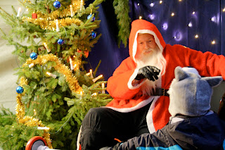 Père Noël sur Marché de noël berlinois d'Alt Rixdorfer sur la Richardplatz