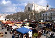 A Praça 1º de Maio, em Évora, vai ser palco de uma Feira Medieval durante os .