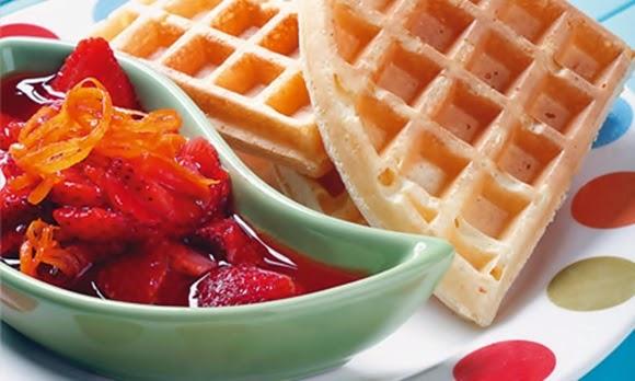 Waffles Con Dulce De Fresas A La Naranja