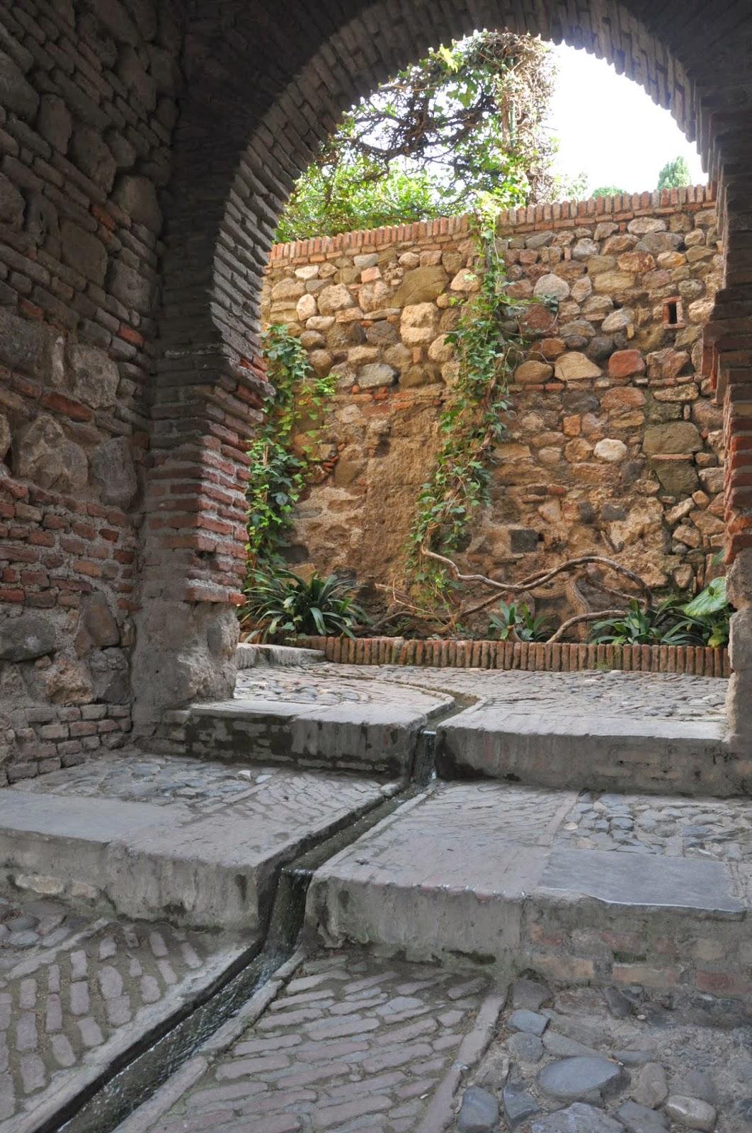Bettinas blad: vatten i trädgården   spansk inspiration