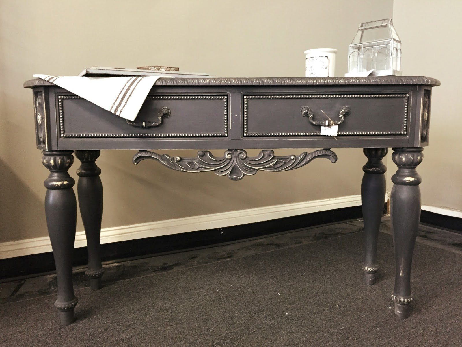 Console table makeover for Sofa table makeover