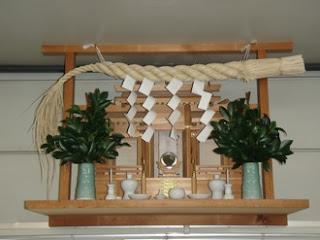 Kamidana (Altar Shinto) Agama di mata orang Jepang
