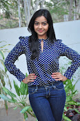 Nithya Shetty dazzling photo shoot-thumbnail-18