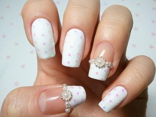 Sabemos que la decoración de uñas es algo que nos encanta hacer a las mujeres, pero igual que las tendencias de moda, estas técnicas también se vuelven