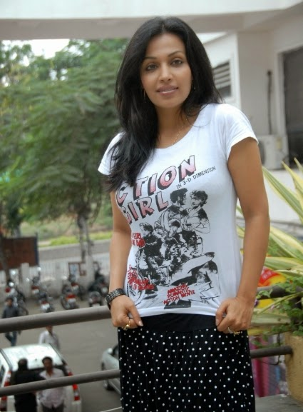 Beautiful Indian Desi College Girls In Mini Skirt Pictures