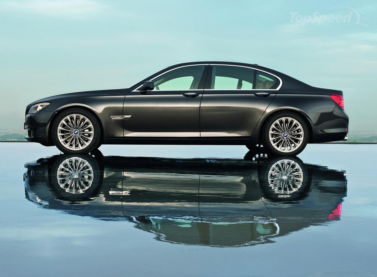 http://4.bp.blogspot.com/-dkbVdsGEwGg/UEnrkmwZyKI/AAAAAAAABj8/4ucZB6vfFBs/s1600/BMW-740d-wallpapers+(5).jpg