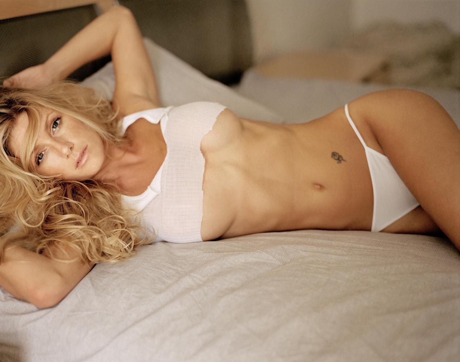 Brande Roderick Desnuda Topless