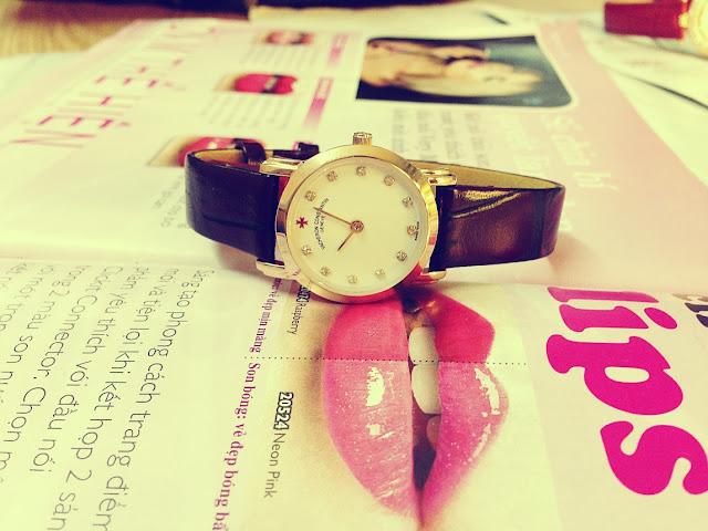 Đồng hồ đeo tay nữ dây da giá rẻ Vacheron Constant