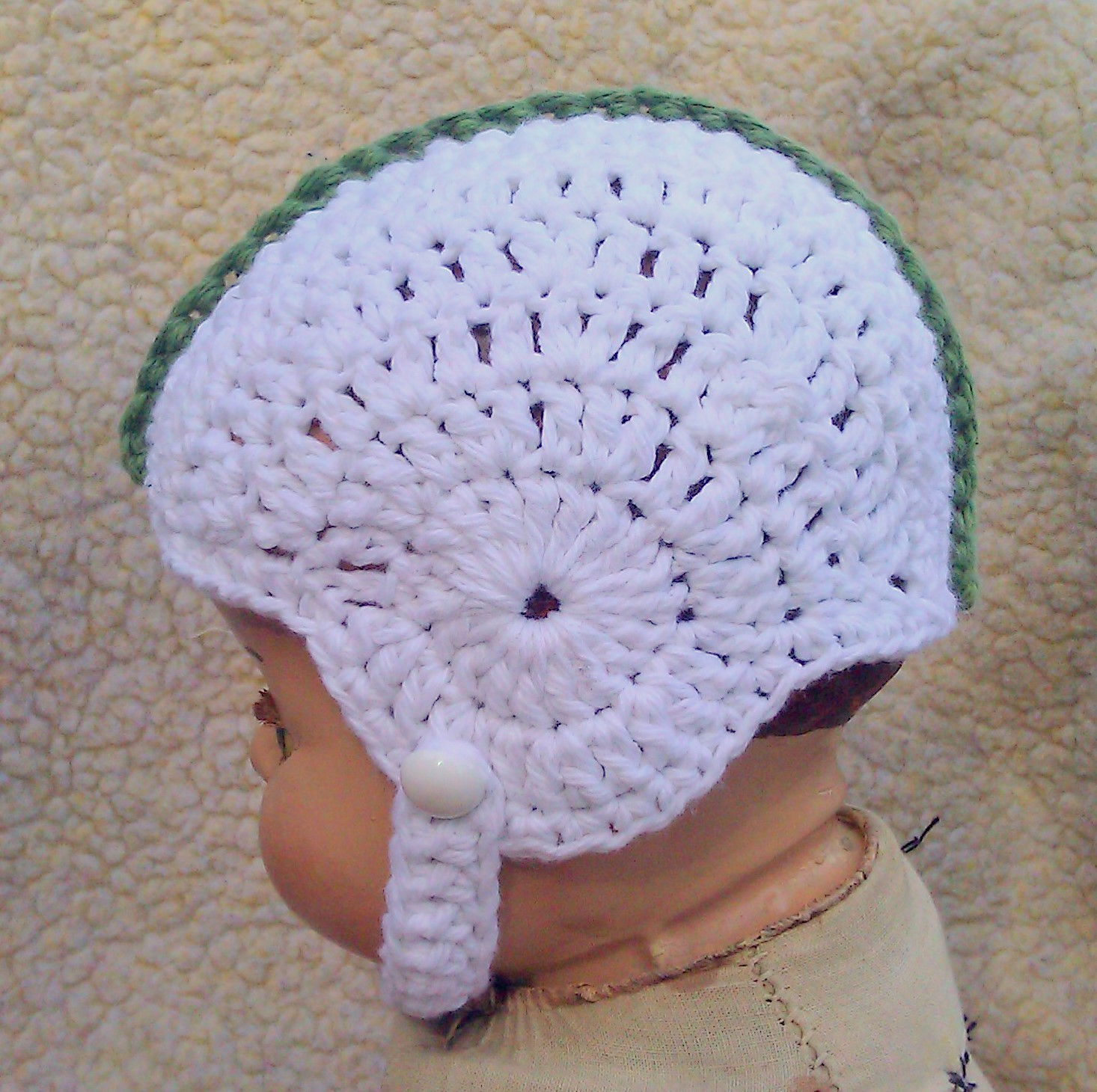 Crochet Pattern Baby Hat Free : Breezybot: FREE PATTERN - Baby crochet football helmet!