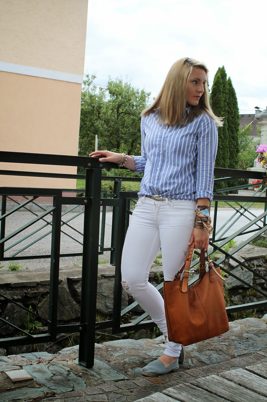 Fashionblogger Austria / Österreich / Deutsch / German / Kärnten / Carinthia / Klagenfurt / Köttmannsdorf / Spring Look / Classy / Edgy / Summer / Summer Style 2014 / Summer Look / Fashionista Look / H&M / Even and Odd / Mango / Espadrij / I Am / Statement Necklace / Stripped / White Jeans /