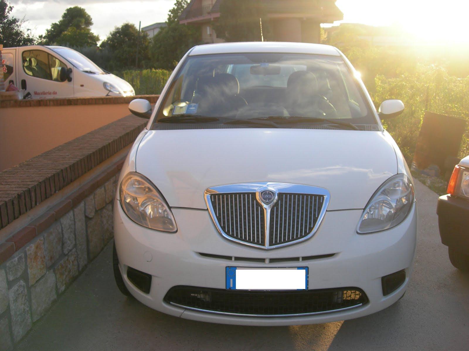 Lancia y 1.2 modello ORO anno 2009 80.000 km prezzo 4.500,00 euro