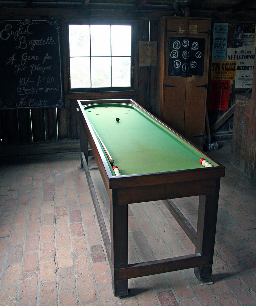 Conhe a a mesa que deu origem jogos como o pinball for Pinball de mesa