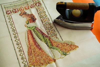 Planchado de la tela bordada