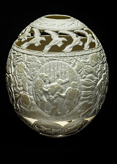 11-Sanctuary-Gil-Batle-Hatched-in-Prison-Carvings-on-Ostrich-Eggs-www-designstack-co