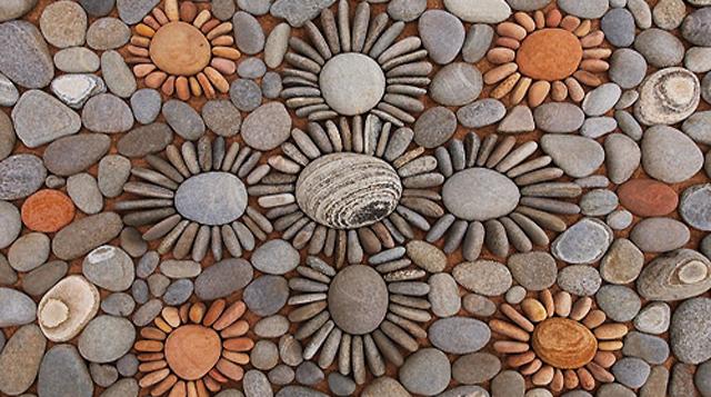 Impresionante Land Art circular de rocas y las hojas