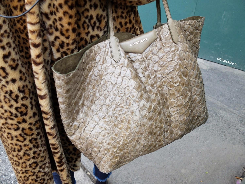 Look glamour rock fourrure, sac cabas Givenchy croco sable doré, manteau 3/4 fourrure leopard, derbies vernies boucles Topshop, jean brut cropped Marques Almeida x Topshop