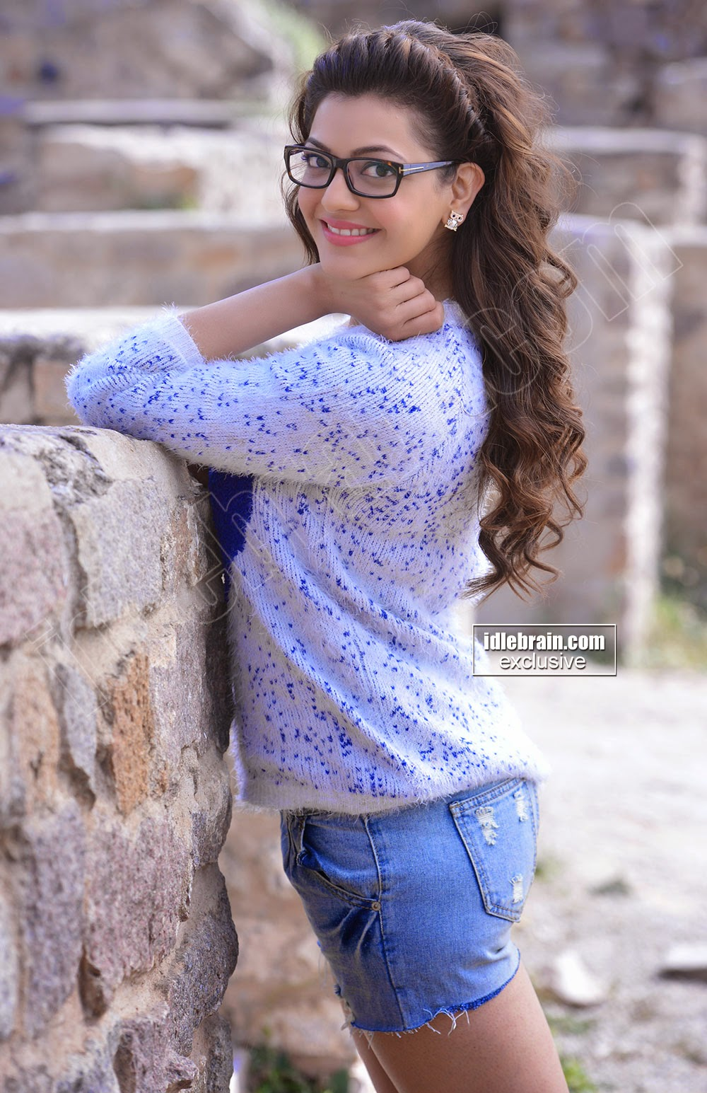 Kajal Agarwal in Tiny Jeans Short Hot Images - Hot & Sexy Bikini ...