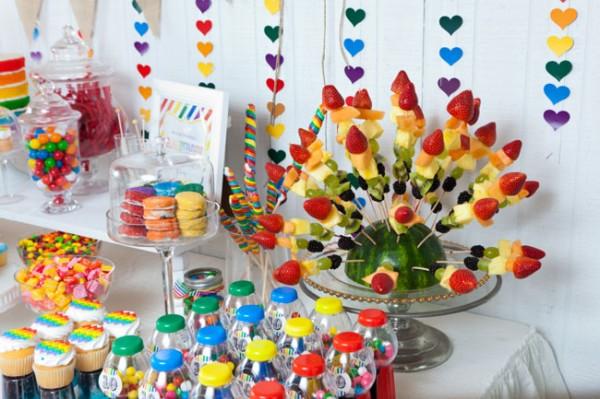 Lilibaby decoraci n mesa de cumplea os arcoiris for Decoracion de mesa de cumpleanos