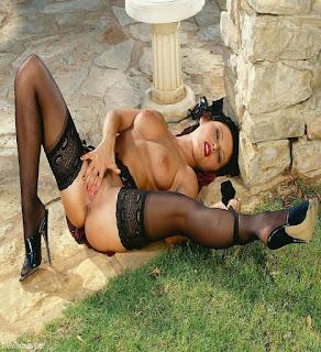 Hot ladies - rs-VivThomas_Vera---brunette-in-a-red-dress_Vera-A_by_Viv-Thomas_high_0017-769939.jpg