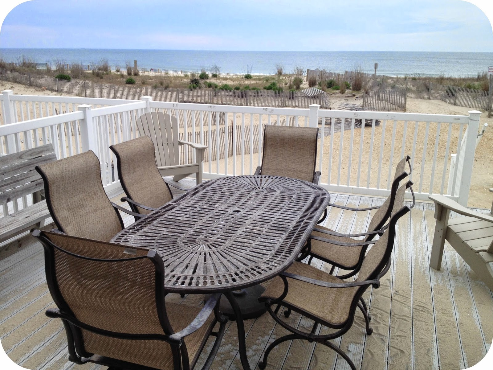 Oceanfront dining table Ocean Colony 7 www.condoinoceancitymaryland.com