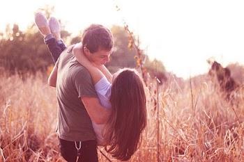 """5 έξυπνα μυστικά για να σε ερωτευτεί παράφορα και να """"κολλήσει"""" μαζί σου…"""