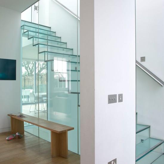 para ls que se atrevan con una idea ms radical cambiar la vieja escalera por una de cristal har que se convierta en el punto de atraccin de la casa