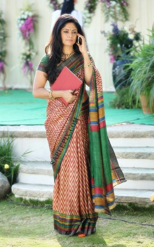 Nadhiya-saree-still-Mirchi-movie