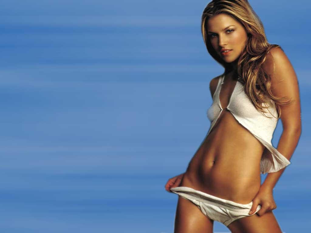 http://4.bp.blogspot.com/-dm8OSdFIxbo/T_phdTdTaWI/AAAAAAAABsg/Yj-Mau83OG8/s1600/Ali+Larter-bikini.jpg