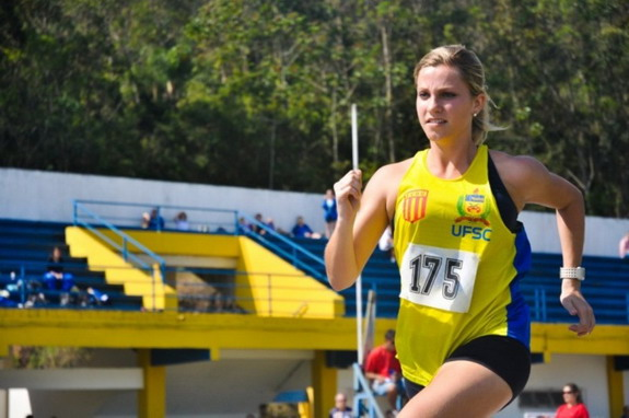 Meet Brazil's hottest lineswoman Fernanda Colombo Uliana