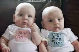 Gambar Anak Kembar Cowo Lucu