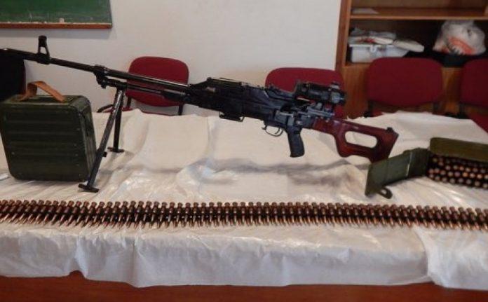 Καλάσνικοφ, πυροκροτητές και αντιαρματικό όπλο είχε κρύψει 32χρονος σε χωράφι στην Κρήτη