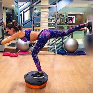 http://cdn1-www.thefashionspot.com/assets/uploads/gallery/victorias-secret-workout-tips/butt-lift.jpg