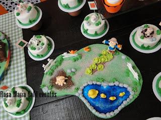 mini bolo, mesa madeira, decoração festa infantil, estampa xadrez verde e branca