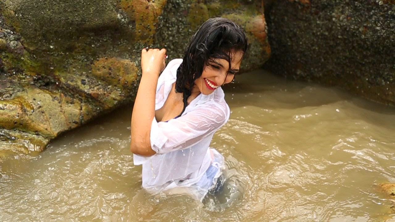 Urvashi in song Jaaniya from movie Gangster