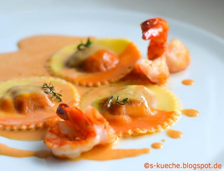 Paprika-Orangen Ravioli mit Crevettensauce Detail
