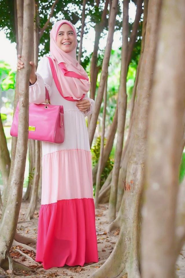 Cantik Jelita Dengan Rainbow Chiffon Dress Yang Sangat Memukau Pandangan