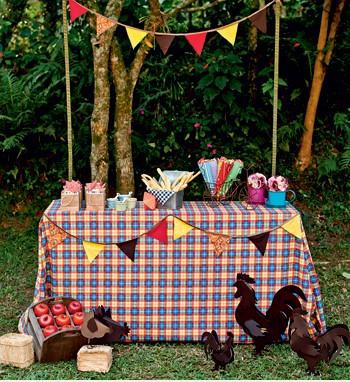 mesa decorada festa junina